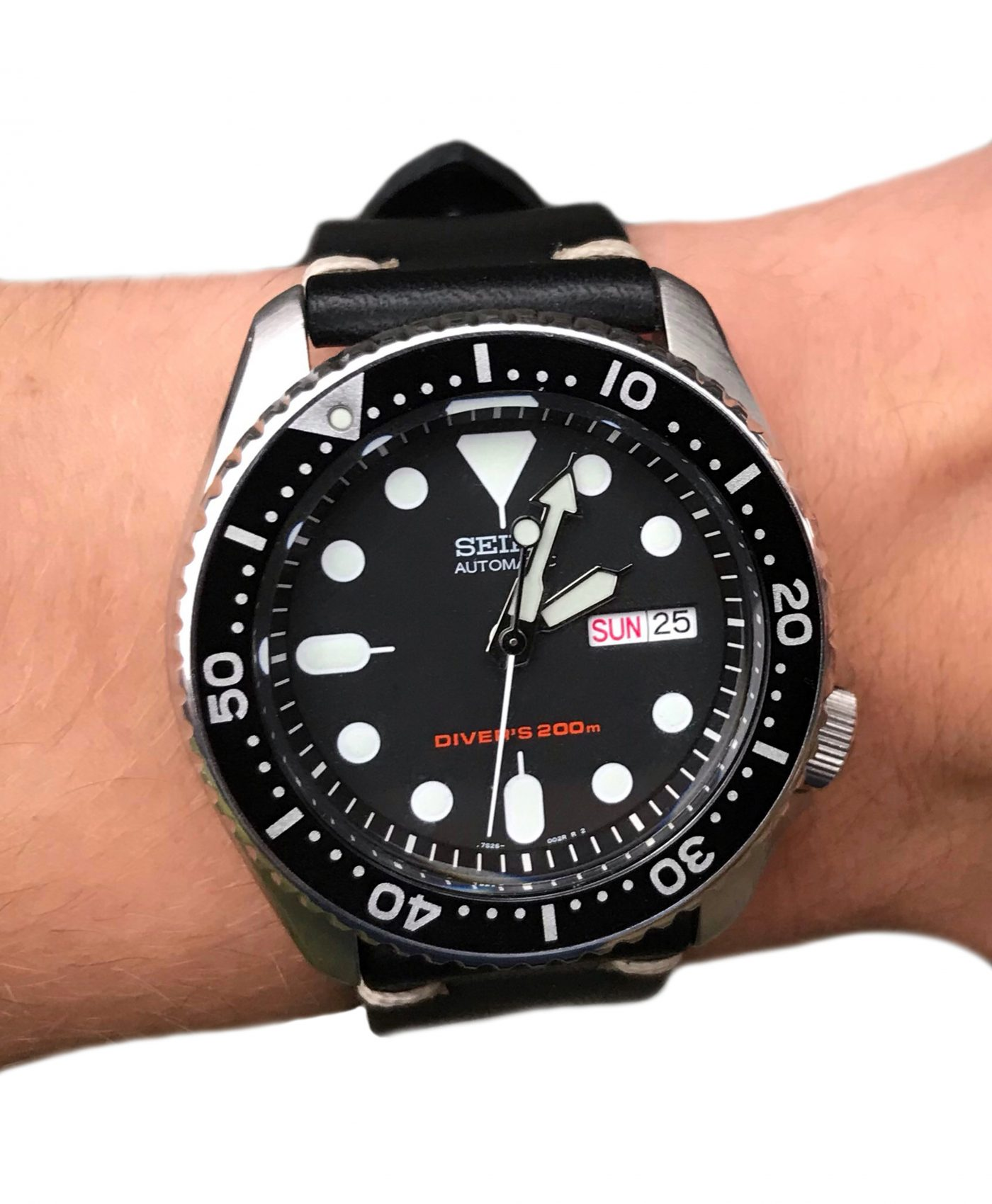 Seiko SKX007 on black vintage leather WB original