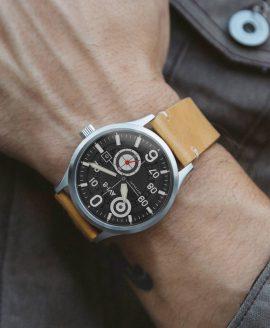 AVI-8 AV 4060 wrist shot