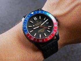 Meccaniche Veneziane Nereide GMT Pepsi PVD Watchbandit wristshot