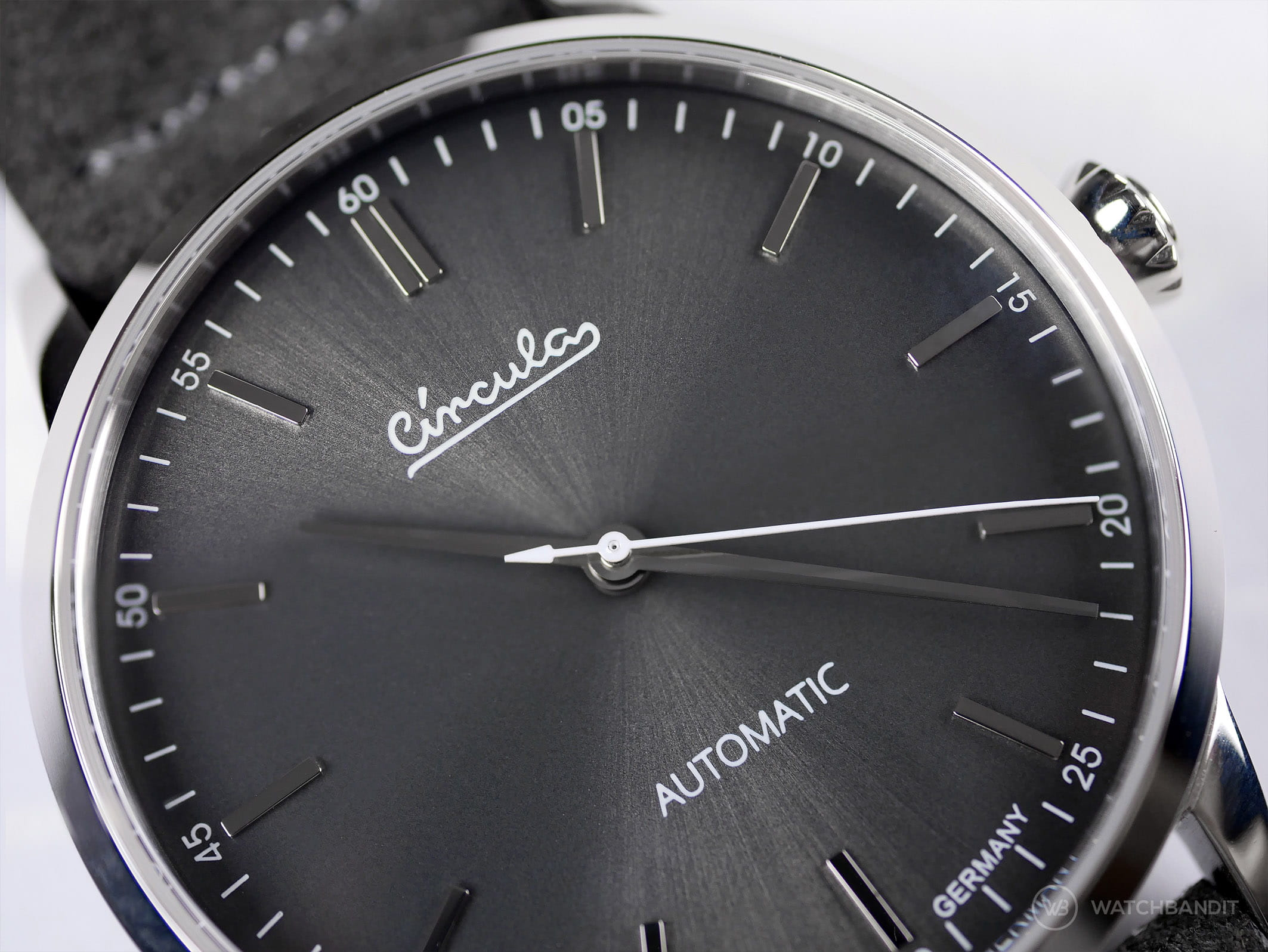 Circula Circula Classic Automatic Anthracite dial close up watchbandit