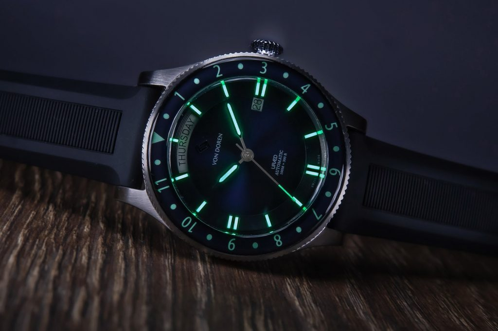 Von Doren URAED URÆD Atlantic Blue lume shot