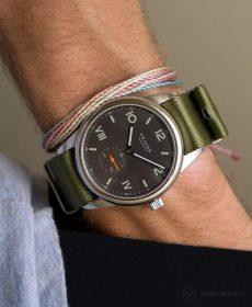 NOMOS Club Campus dunkel premium green NATO strap Watchbandit
