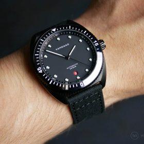 VANDAAG Tiefsee Automatik black wristshot Watchbandit black canvas strap