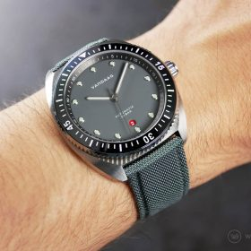 VANDAAG Tiefsee Automatik grey on grey sailcloth watchbandit strap