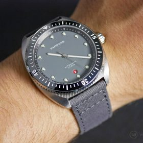 VANDAAG Tiefsee Automatik grey on grey canvas watchbandit strap