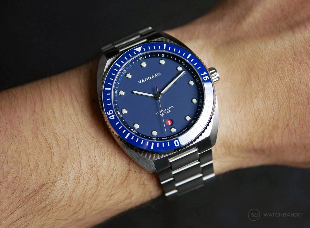 VANDAAG Tiefse Automatik Blue Wristshot