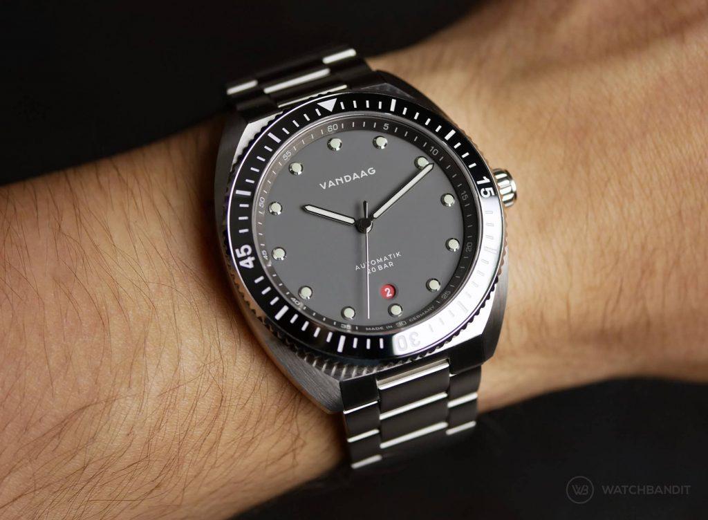 VANDAAG Tiefse Automatik Grey Wristshot