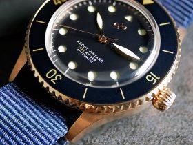 "About Vintage - 1926 ""At'Sea"" Automatic - Rose Gold / Blue Vintage - Bezel"