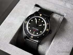 "About Vintage - 1926 ""All Black"" Automatic - Box"