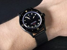 "About Vintage - 1926 ""All Black"" Automatic - Wristshot"