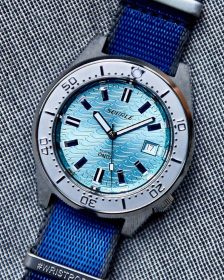 Squale 1521 Series 026 ONDA AQUA on blue Watchbandit NATO strap - Picture: @the.automatic.diver