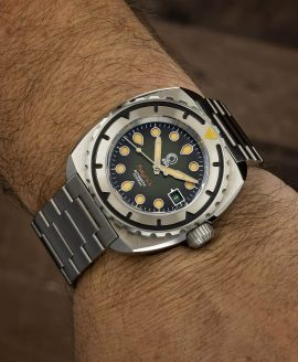 Esoteric-Watches_Bathyal Verdé_wristshot