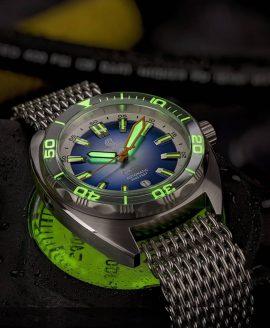 Ocean Crawler Core Diver Silver Gradient Blue v3 lume shot