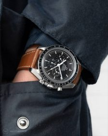 Omega Speedmaster Professional pocketshot on Textured Calfskin leather strap tanned