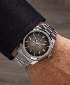 Formex - Essence FortyThree - Automatic Chronometer Degrade dial - wrist shot