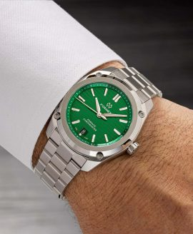 Formex - Essence FortyThree - Automatic Chronometer Green dial - wrist shot