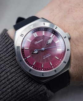 Reviere Diver Red-wrist shot