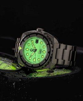 Esoteric-Watches_Bathyal Brillante_lume shot