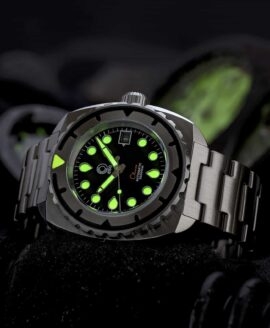Esoteric-Watches_Bathyal Clasico_lume shot